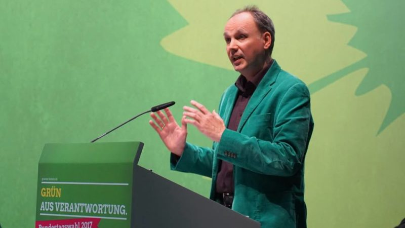 """Wolfgang während seiner Rede: """"Uns geht es nicht um die Frage, wo du herkommst, sondern darum, wo willst du hin!"""" Es geht um den Einsatz für den sozialen und ökologischen Wandel - und gegen die ANGST!"""""""